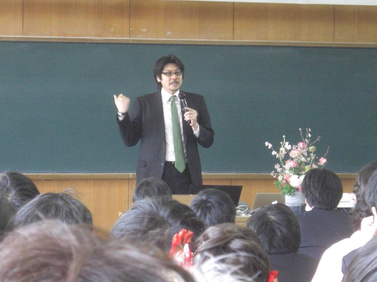 慶應大学講演風景02